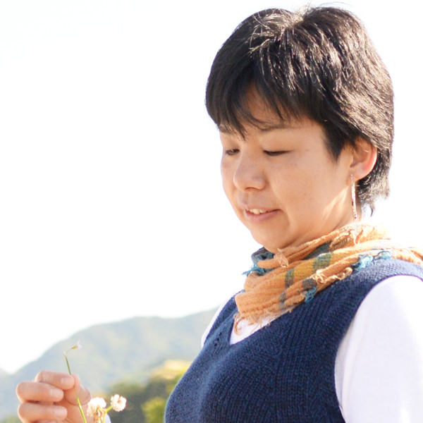 小嗣由希子プロフィール写真